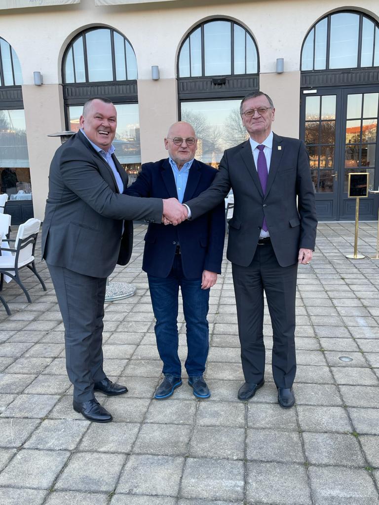 Sportska Hrvatska Predsjednik CEV-a Aleksandar Boricic u sluzbenom posjetu kod predsjednika HOS-a Ante Bakovica